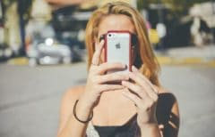 Selfies and Narcissism – The Prefabricated Image We Present to the World
